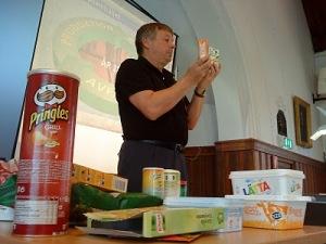 Författare och föreläsare Tommy Svensson undervisar om tilsatser i vår mat.
